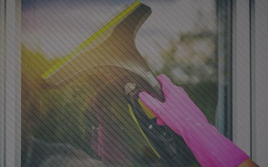 Jak prawidłowo myć okna parownicą?