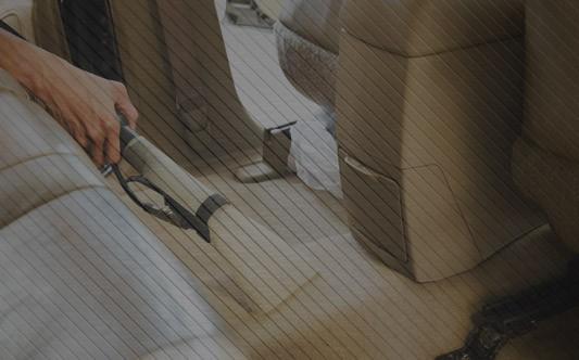 Jak prawidłowo prać i czyścić tapicerkę samochodową?
